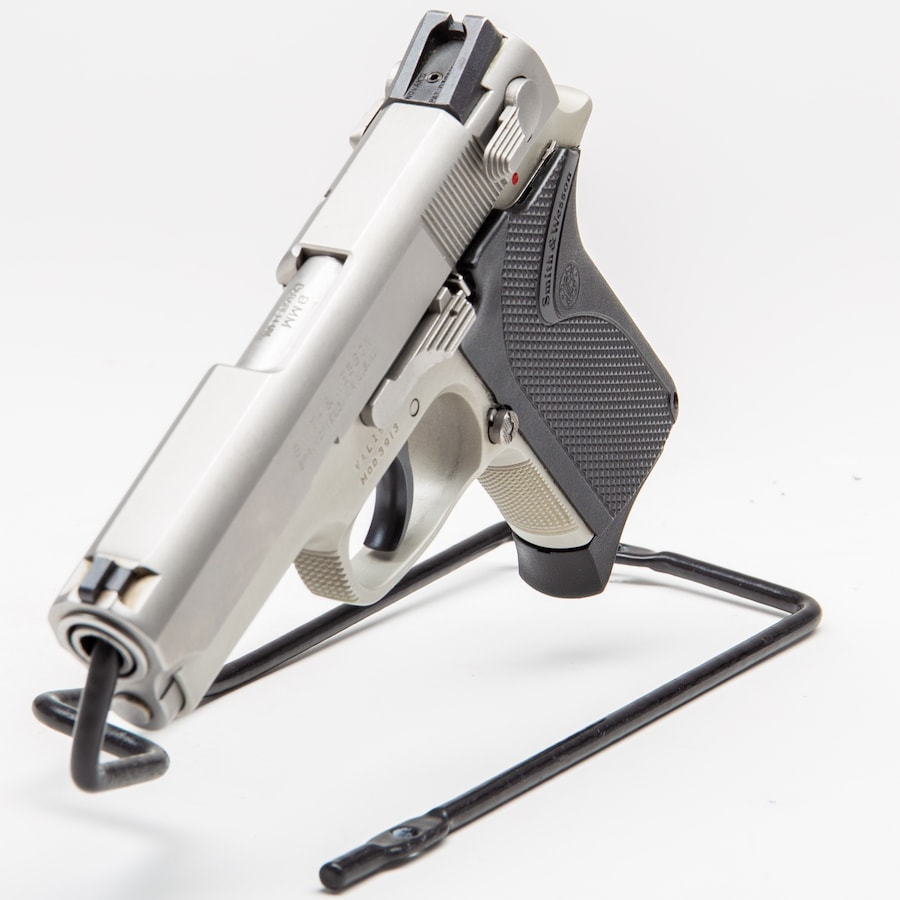SMITH & WESSON MODEL 3913