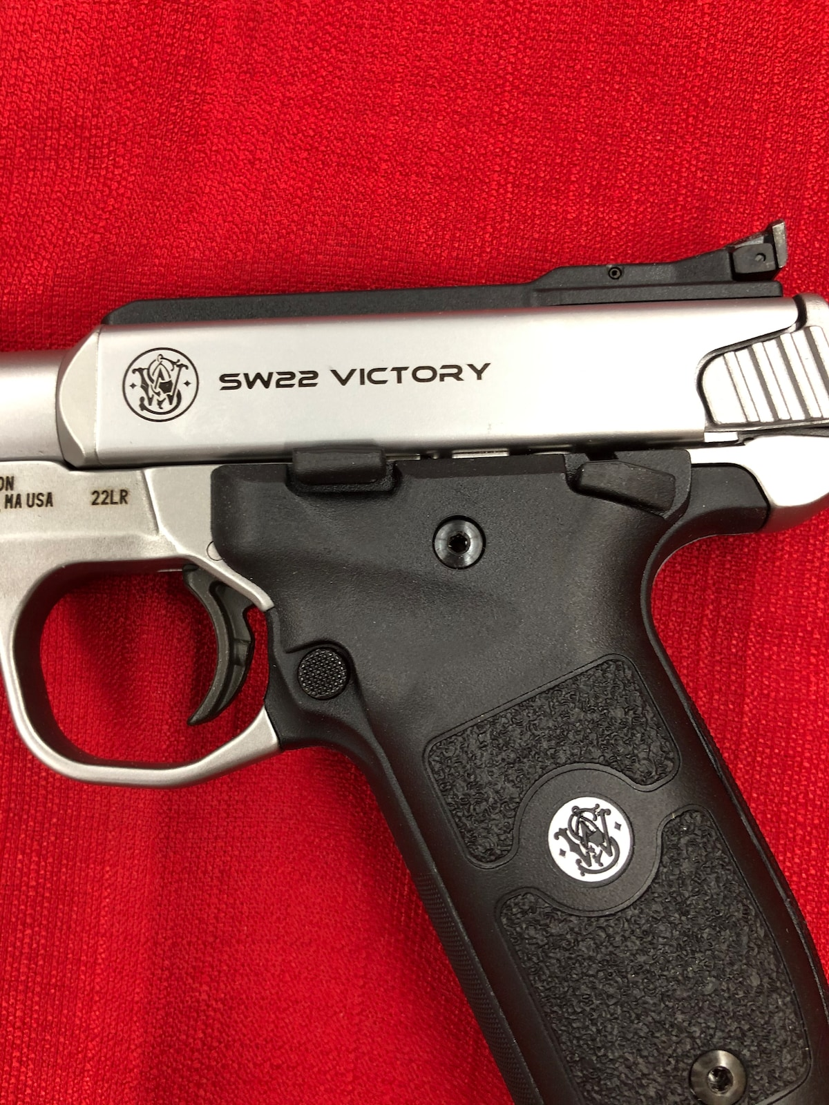 SMITH AND WESSON SW22 VICTORY