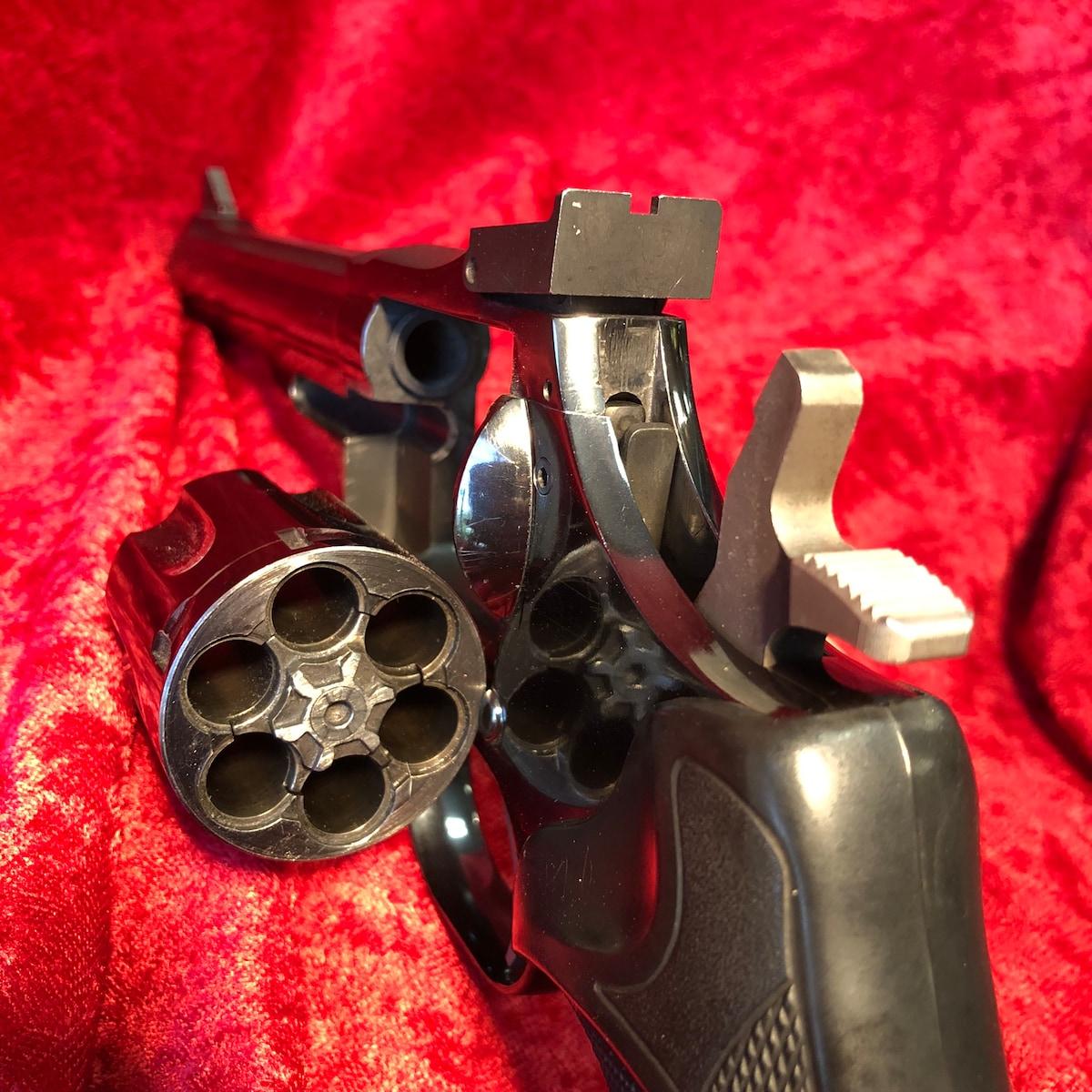 DAN WESSON Dan Wesson revolver W12