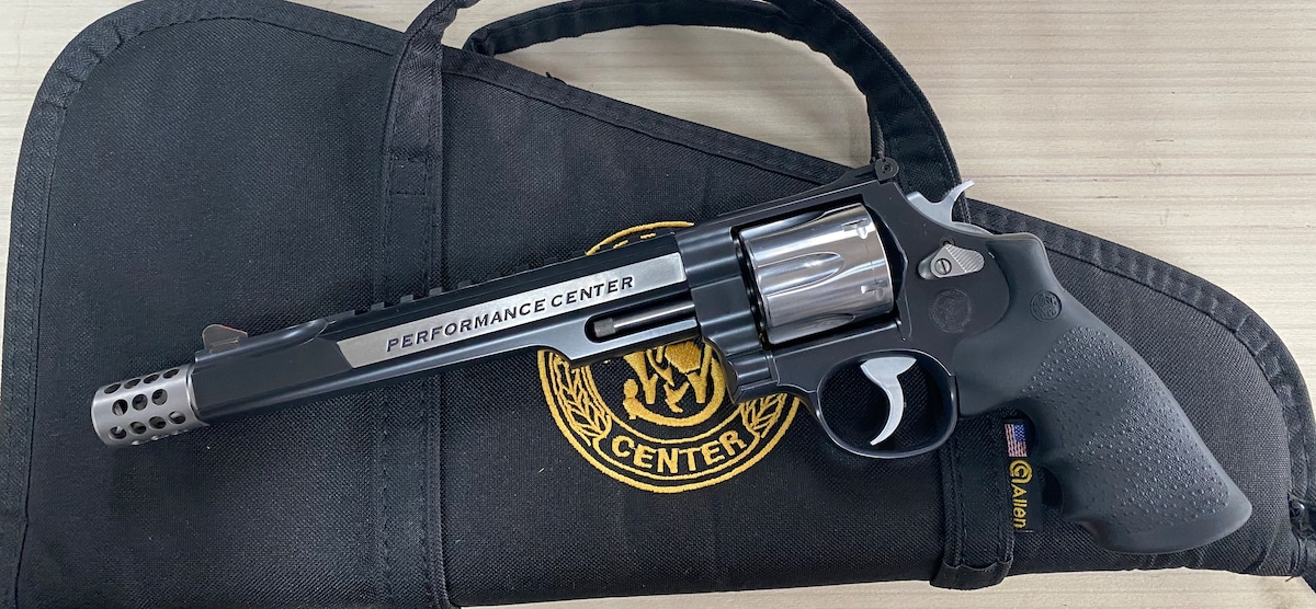 SMITH AND WESSON .44 MAGNUM HUNTER