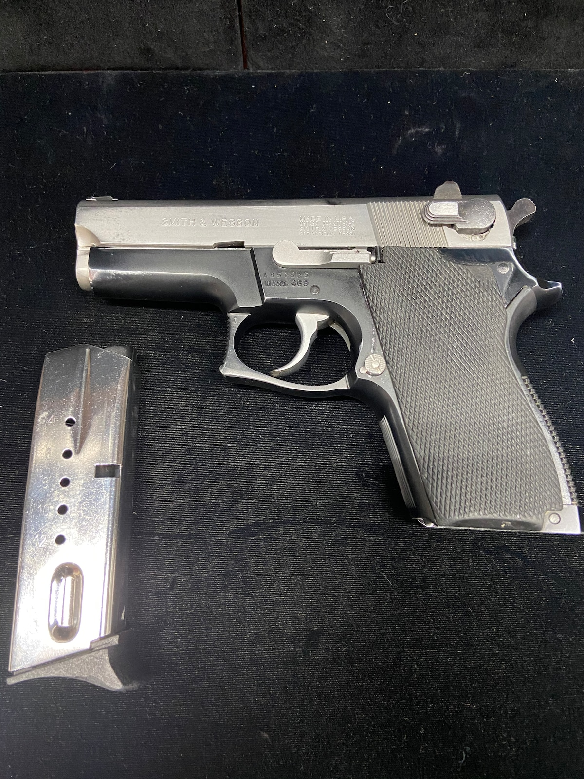 SMITH & WESSON 469