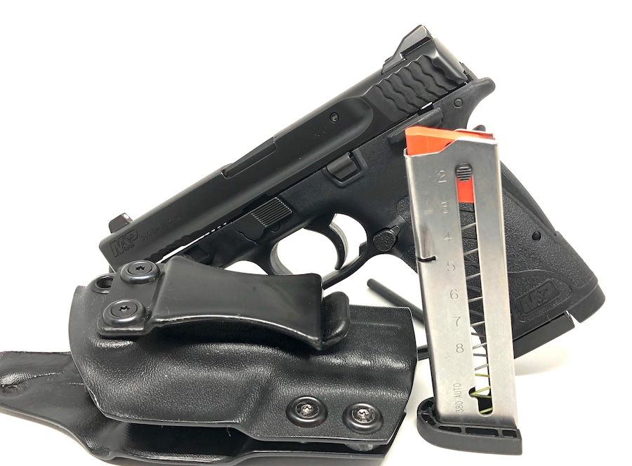 SMITH & WESSON 380 shield ez 2.0 W/ Holster