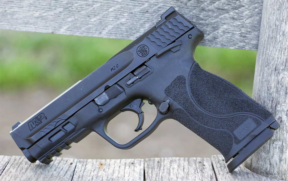 smith and wesson m&p9 on bench
