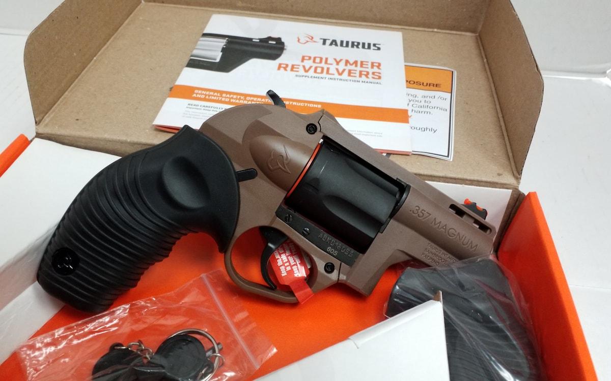 TAURUS 605 POLY