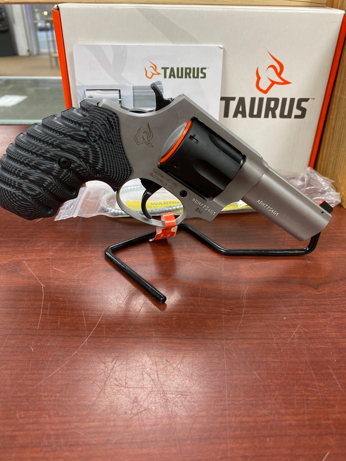 TAURUS 856 2-85635nsvz  night sight vz grip