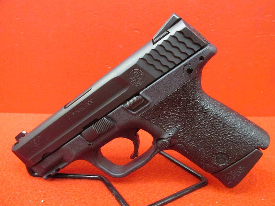 SMITH & WESSON M&P 40C (With Night Sights)