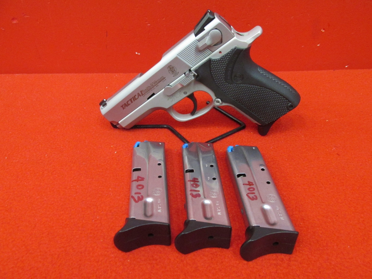 SMITH & WESSON 4013TSW TACTICAL