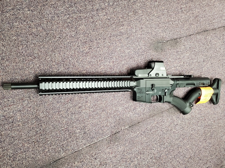 KARRI'S GUNS Featureless AR KG-15 AR-15 M4 M16 WITH RED DOT SIGHT