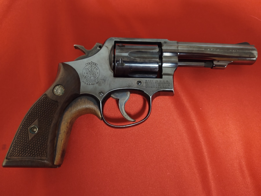 SMITH AND WESSON 10