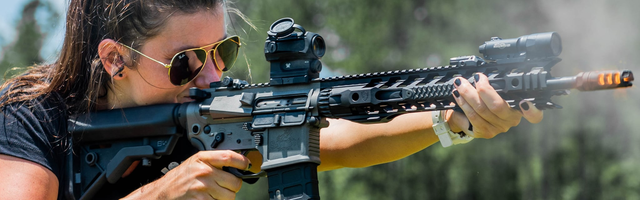 woman shooting ar-15
