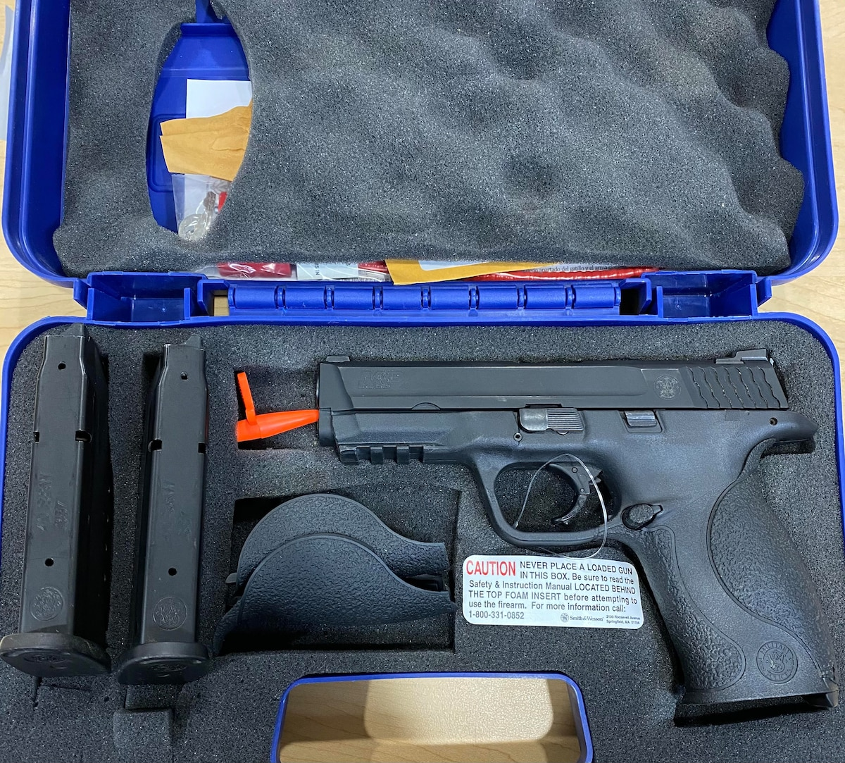 "SMITH AND WESSON m&p 40 ""night sights"""