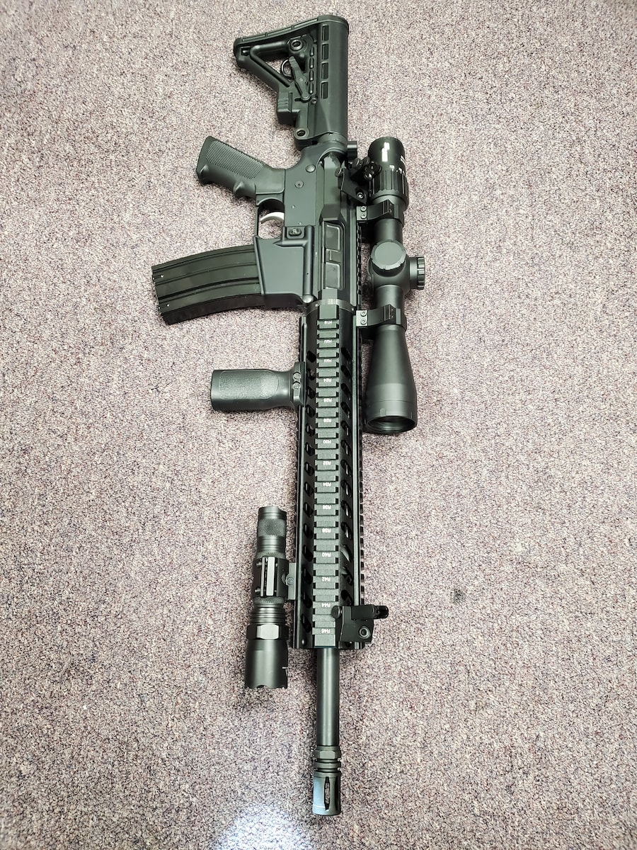 ANDERSON MFG. fully loaded ar15 am15 with sig sauer scope & 10rd magazine