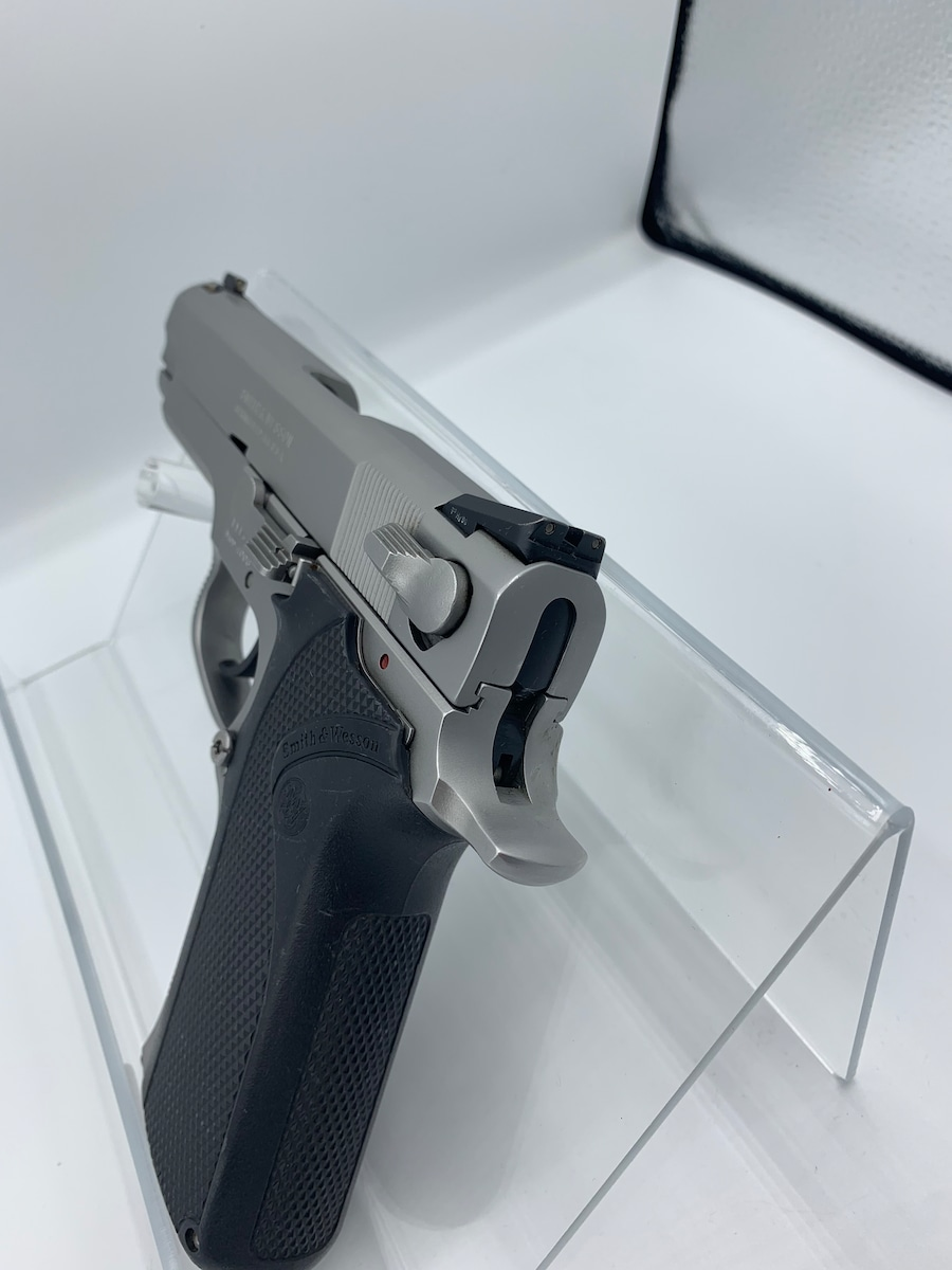 SMITH & WESSON MODEL 4006