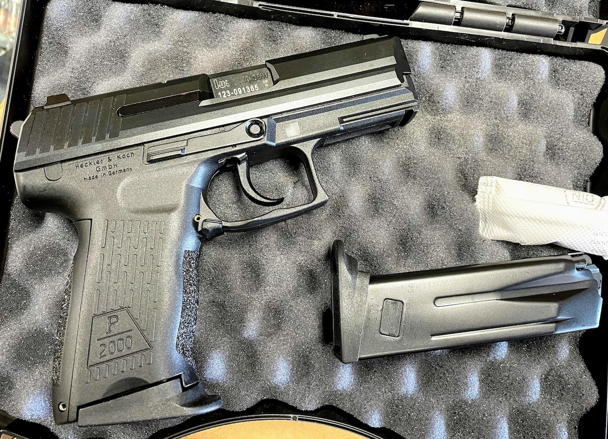 HECKLER & KOCH p2000 with 10rd magazine in .40S&W