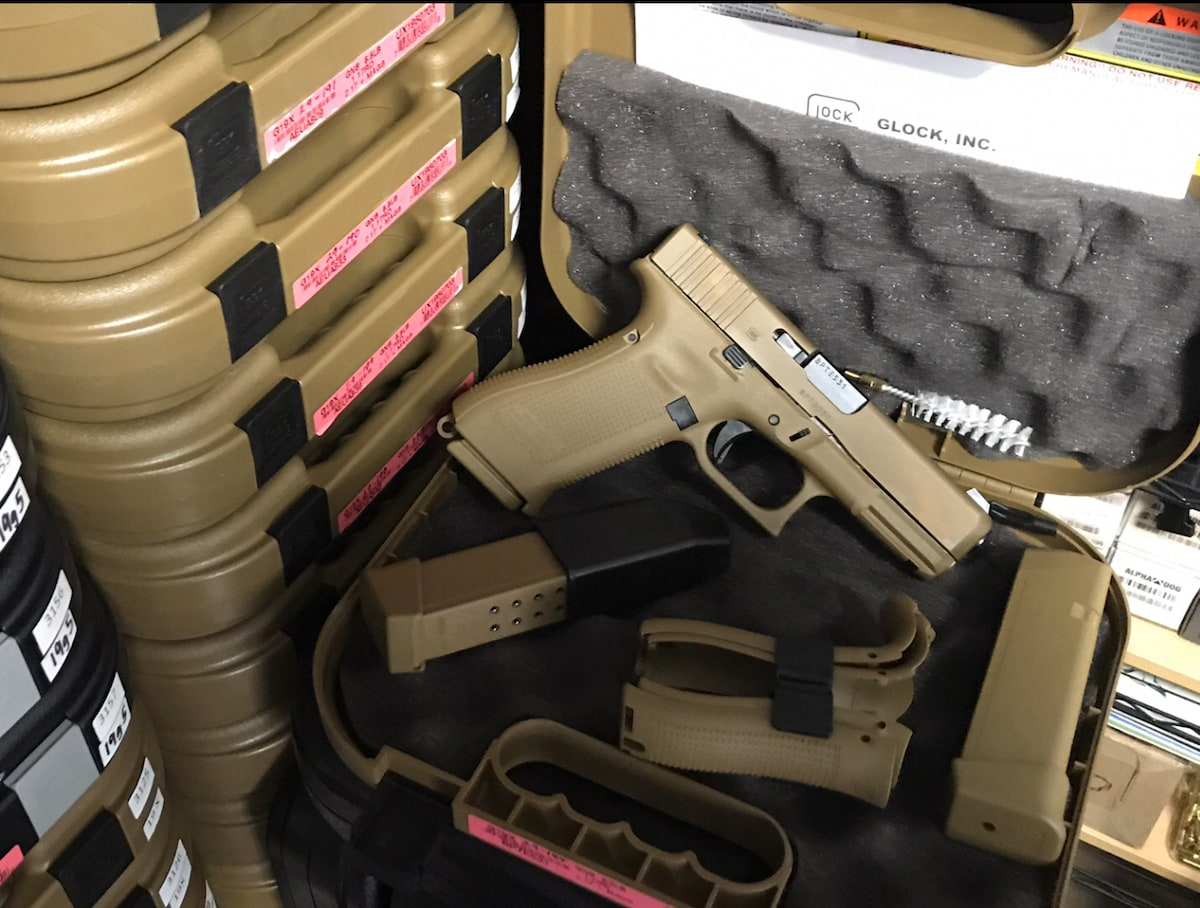 GLOCK 19 19x Night Sights NS FDE