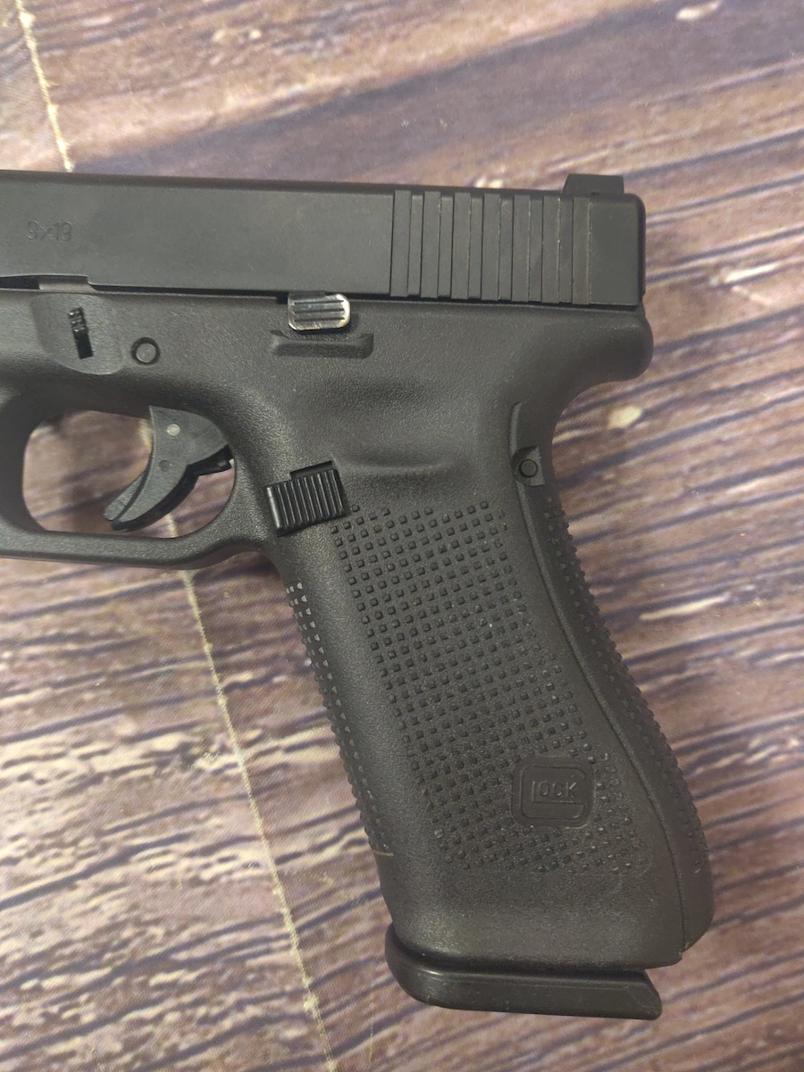 GLOCK 17 G17 Gen 5 with Night Sights
