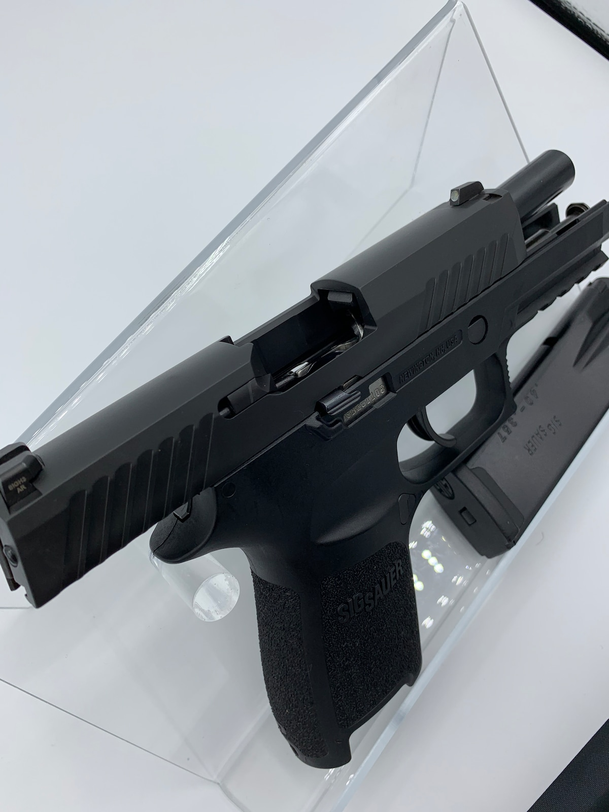 SIG SAUER P320  COMPACT (WITH NIGHT SIGHTS)