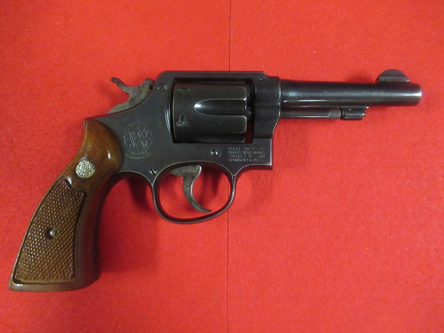 SMITH & WESSON MODEL 10 MILITARY AND POLICE