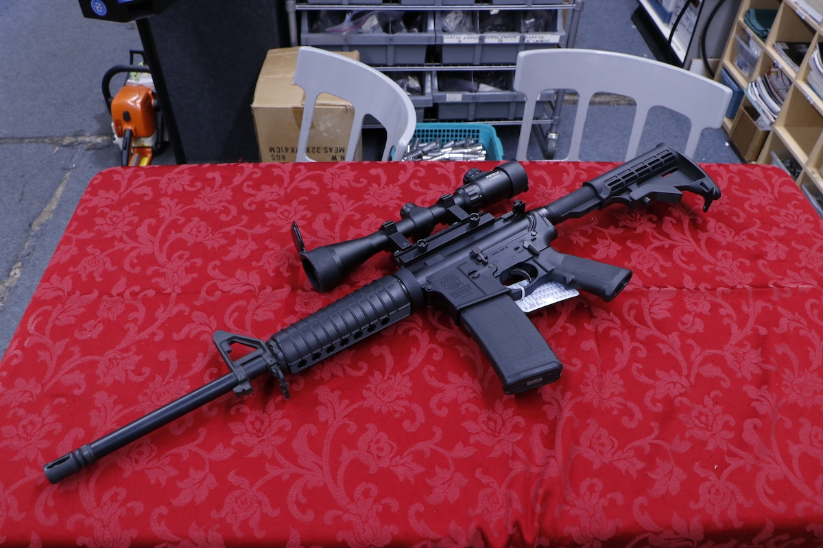 SMITH AND WESSON M & P 15