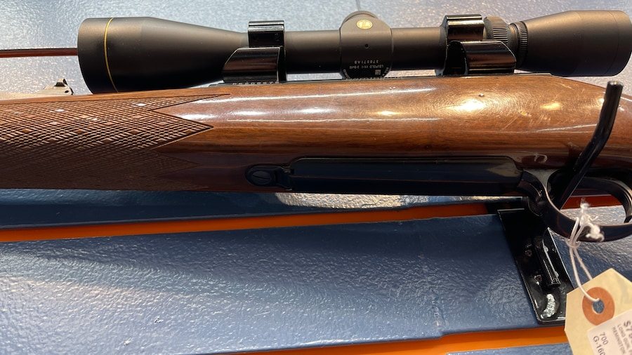 REMINGTON 700 WOOD STOCK + Leupold Vx 1