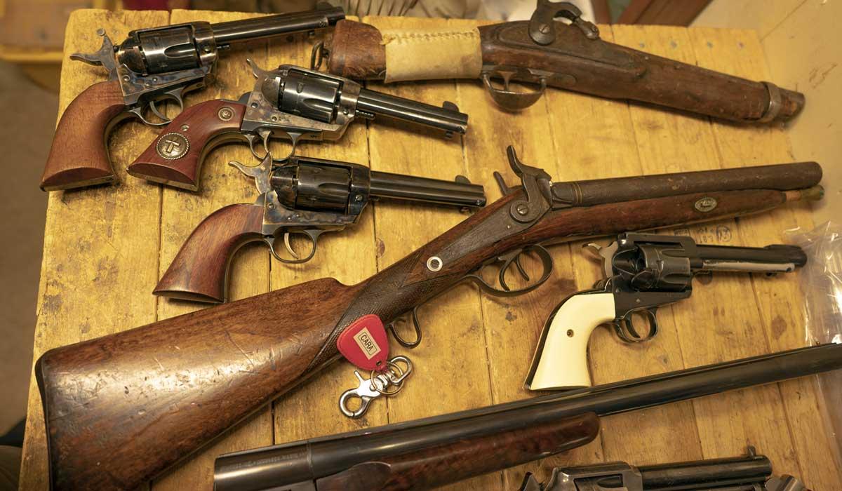 Guns belonging tothe Vigilantes