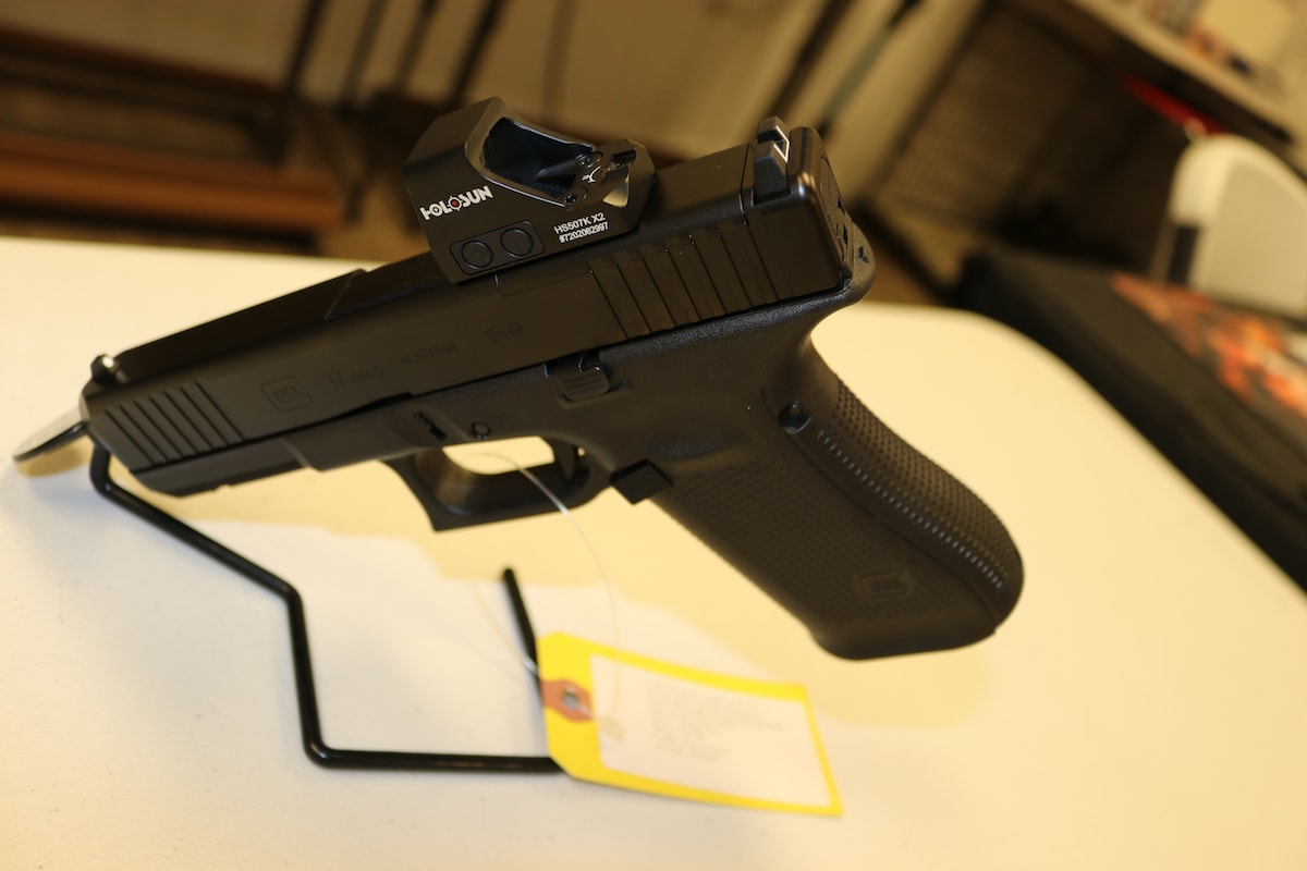 GLOCK Glock 17 GEN 5 MOS With Holosun Red Dot