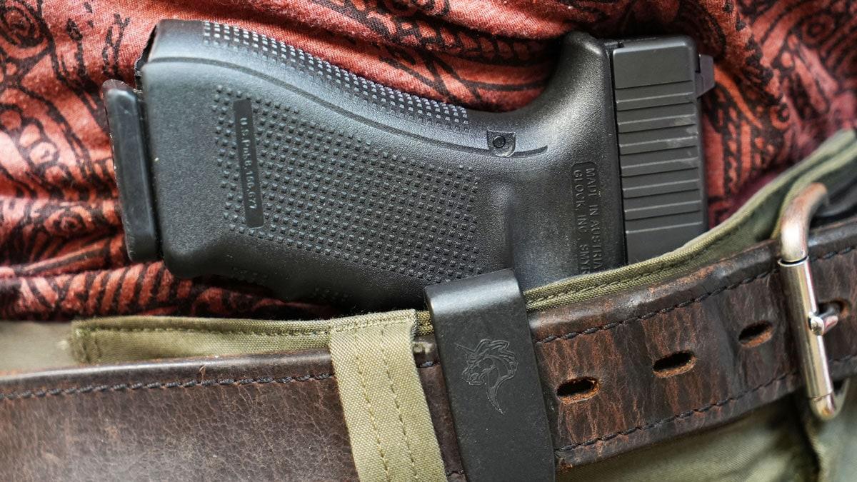Glock 17 in DeSantis Holster