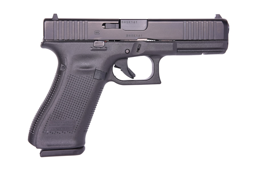 """GLOCK G17 G5 9MM 17+1 4.49"""" FS 3-17RD MAGS   FRONT SERRATIONS"""