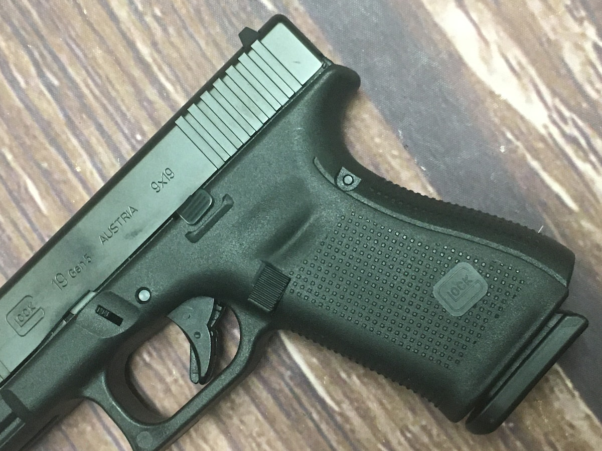 GLOCK GLOCK 19 G19 GEN 5 (includes one glock 17 magazine)