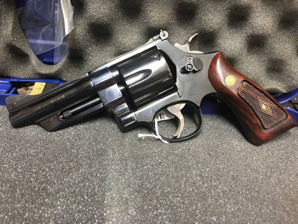 SMITH AND WESSON 27-9 357 MAG revolver 6 rounds