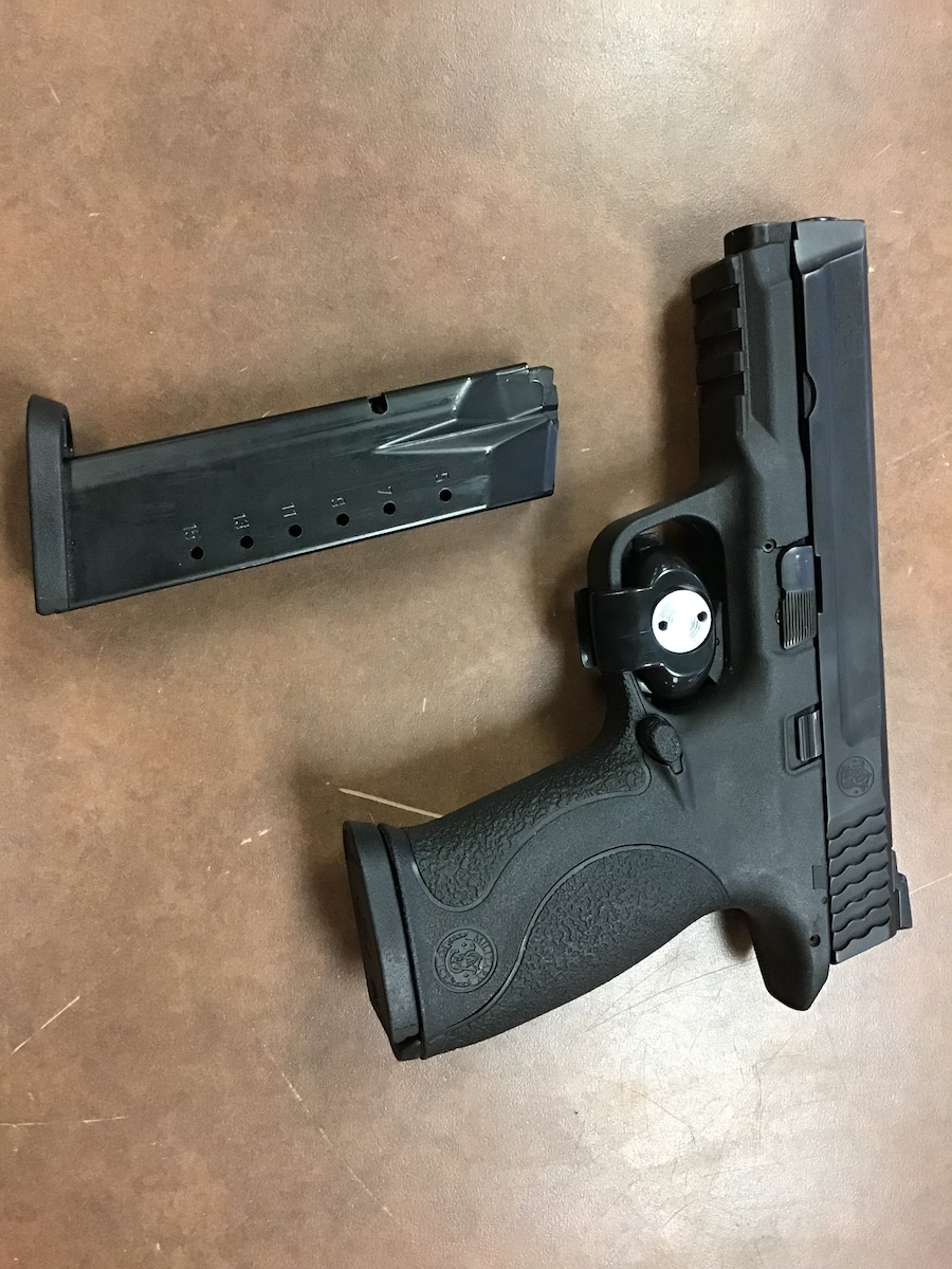 SMITH AND WESSON m&p 40