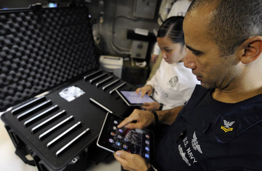 Marine Corps + Navy Pilots Use iPad in Combat Missions
