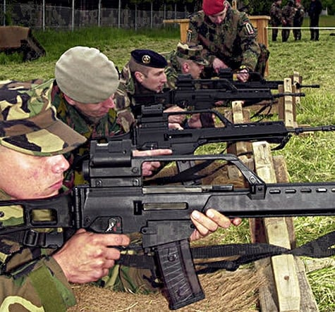 army shooting g36s