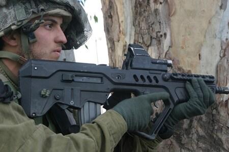 IDF soldier using a TAR-21