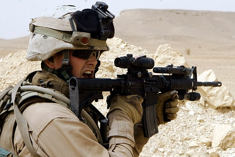 us military with M4A1