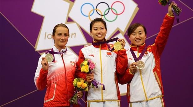 Silver medalist Sylwia Bogacka, gold medalist Silling Yi, and bronze medalist Yu Dan.