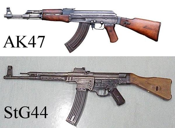 Ak-47 vs StG44.