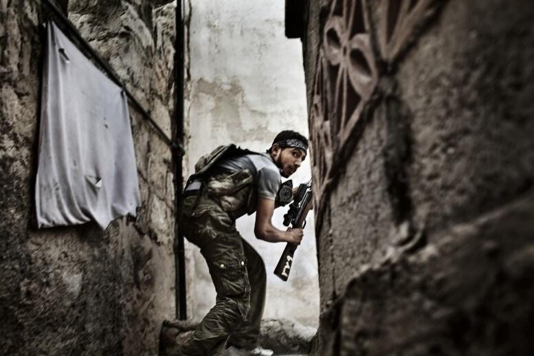 BATTLE TO DEATH Aleppo, Syria FABIO BUCCIARELLI https://www.worldpressphoto.org/awards/2013/spot-news/fabio-bucciarelli/11?gallery=6096