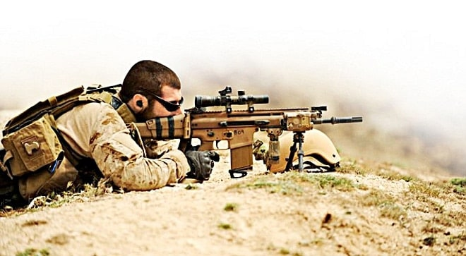 SAS soldier with SCAR-H
