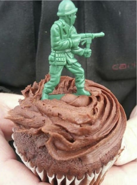 cupcake-army-man