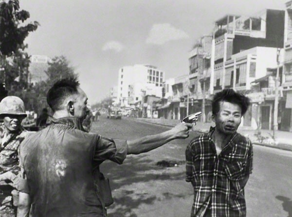 Police Commander Nguyen Ngoc Loan killing Viet Cong operative Nguyen Van Lem February 1, 1968 Photographer: Eddie Adams, American, 1933-2004