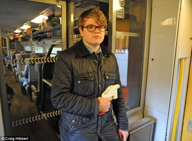 mail on sunday reporter posing with 3d printed gun smuggled on train