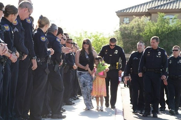 Tatum and Stephanie Raetz are supported by hundreds of Arizona police officers at Tatum's kindergarten graduation. (Photo credit: City of Phoenix Police Department)