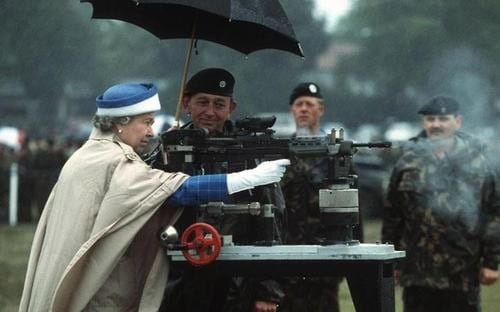 The Queen tests an Enfield L85.