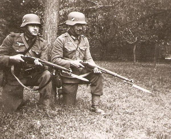 German soldiers in WWII, armed with WWI era Austrian M95s.