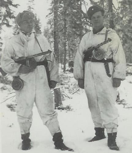 Suomi submachine gunners