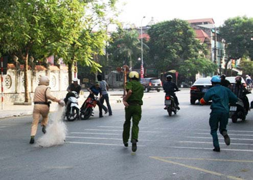 Police in Vietnam attempt to net racers by hand.
