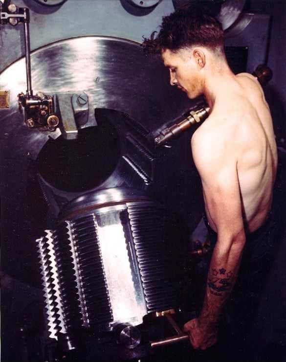 Closing the immense breech of a 16-inch gun.