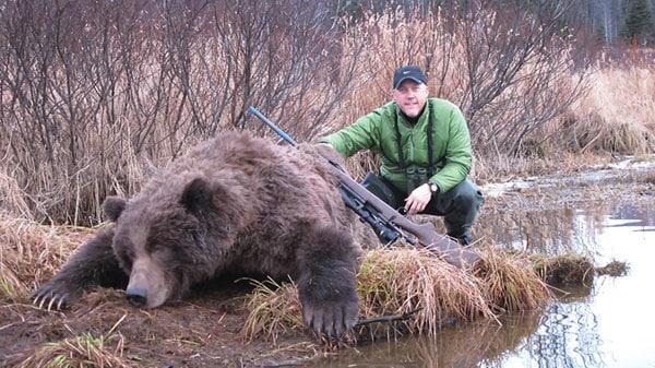 Scott Kane with bear and 35 Whelen