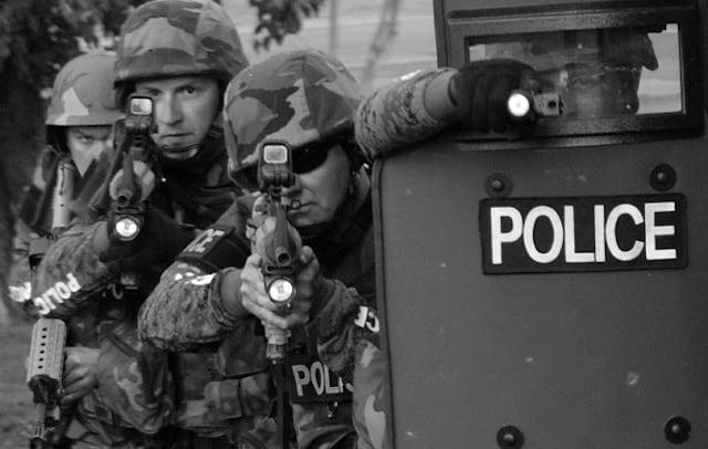 800px-SWAT_team.cc.Tim_.McAteer-630x400